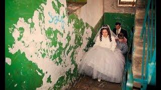 Она провела ночь после своей свадьбы в подъезде. Только утром узнала, чем весь вечер занимался жених