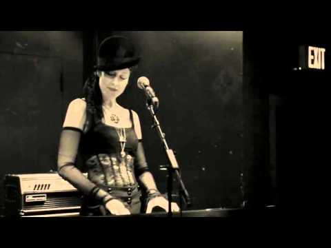 JILL TRACY - THE FINE ART OF POISONING LIVE