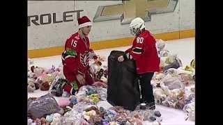 МИШКОПАД - 2335 іграшок на льоду!!! Без коментарів)