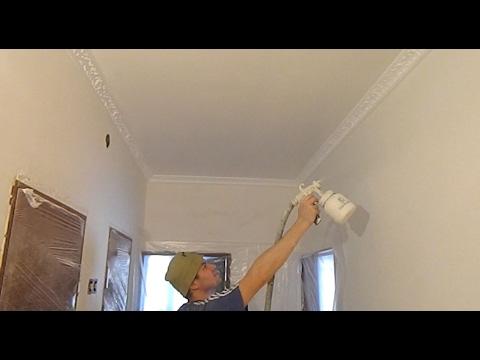 Как покрасить потолок при помощи валика и пульверизатора