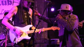 CARL WYATT, ARCHIE LEE HOOKER & THE HEALERS - TAPPIN' TO THE BLUES