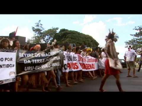 Indíos fazem manifestação em frente ao Congresso Nacional