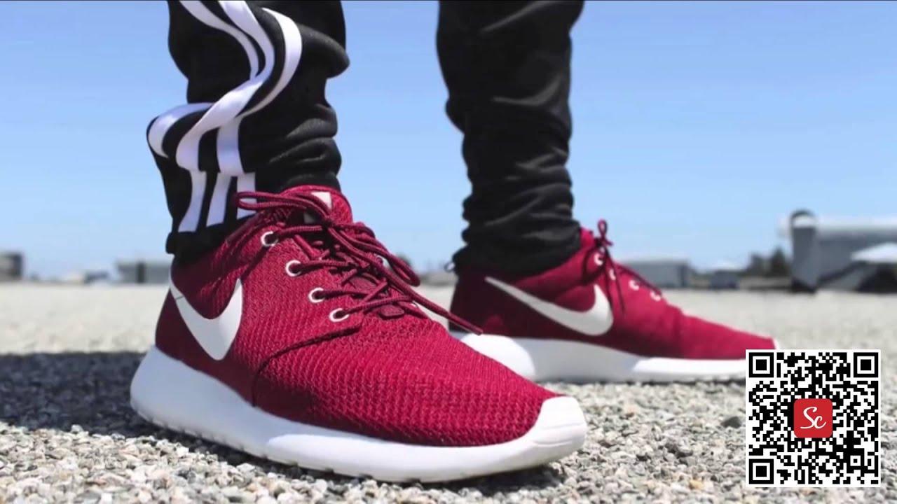 Nike Roshe Une Des Applications En Cours Dexécution Dexamen