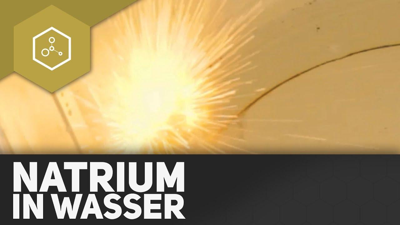 Natrium in Wasser - Die Erklärung - YouTube