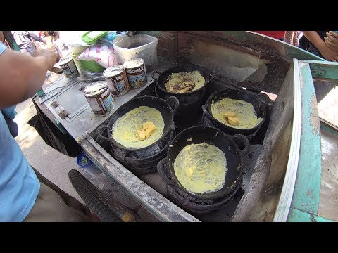 Indonesia Surabaya Street Food 1949 Part.1 Lekker Cake Kue Lekker Masak Pake Arang YDXJ0576