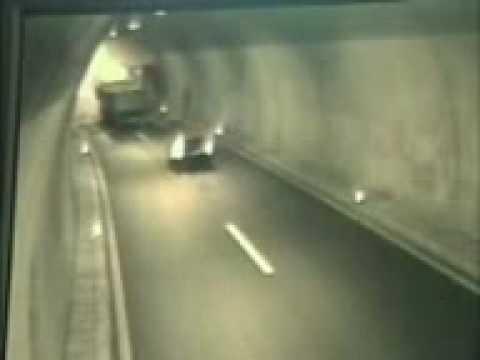 Terrible Accident Dans Un Tunnel