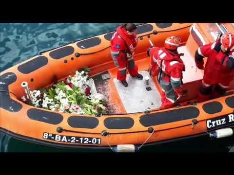 Ofrenda floral en el puerto de Burela en la despedida de sus fiestas