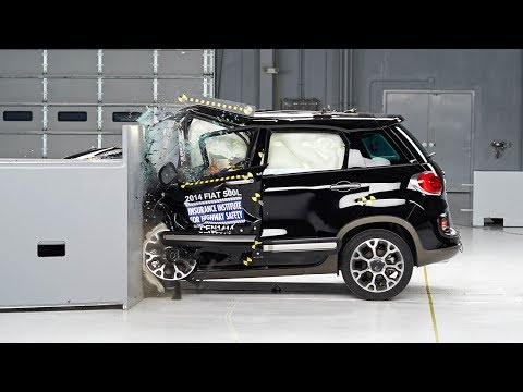 2014 Fiat 500L driver-side small overlap test
