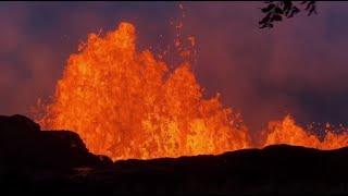 Вода и пламя: видеокадры «встречи» двух стихий на Гавайях