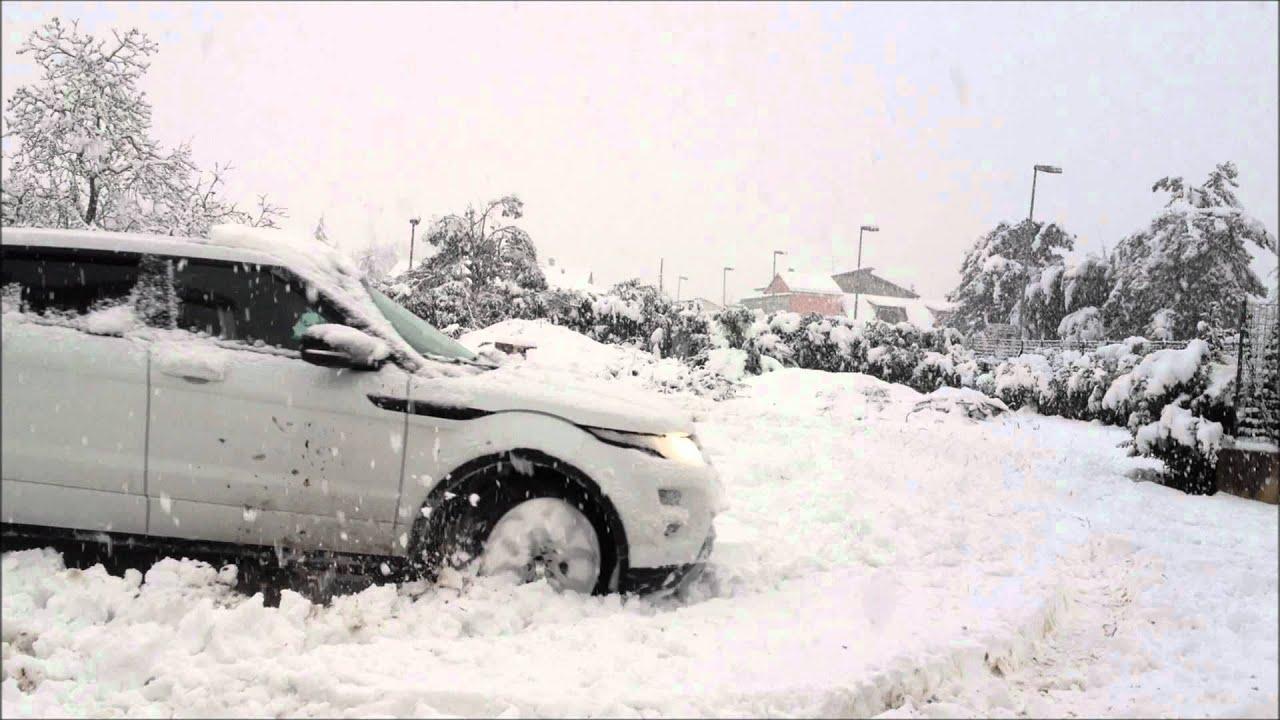 Rang Rover Evoque VS Snow VS Rottweiler