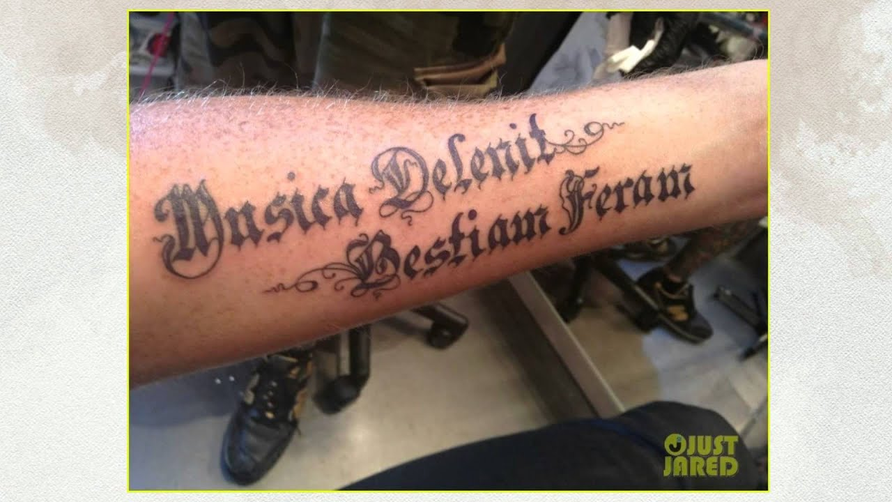 Bellissimo татуировки на ноге женские надписи