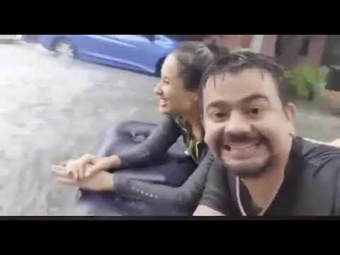 """Pareja """"disfruta"""" de los estragos del huracán Hanna en Monterrey"""