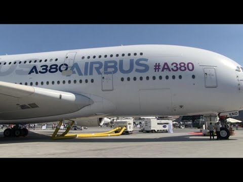 Airbus, Boeing show off latest jetliners at Paris Air Show
