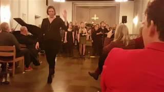 Oikos Gospelkor - En stjerne skinner i nat live fra julekoncerten 2017