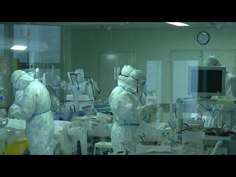 В Китае за последние сутки на треть увеличилось число заболевших коронавирусом.