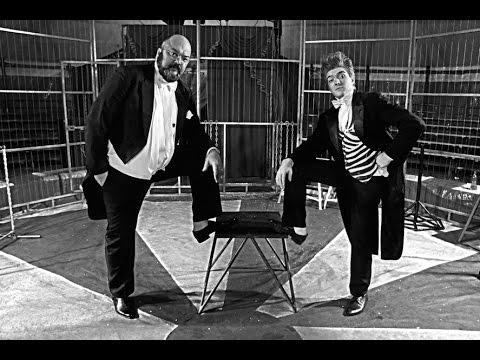 "Клоуны-Академический дуэт ""Удачный Расклад"" в цирке. Алматы. Comedy Duo ""Lucky Hands"" in Almaty."