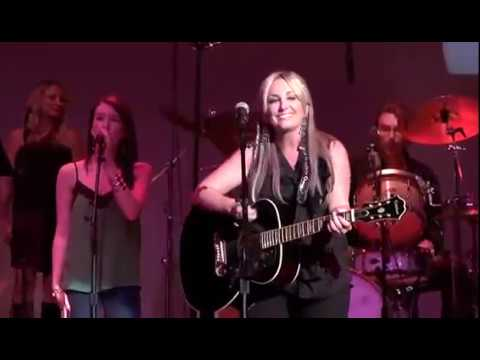 Lee Ann Womack – I'm A Honky Tonk Girl (Live)
