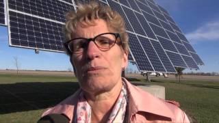 Premier Kathleen Wynne Stops in Chatham-Kent