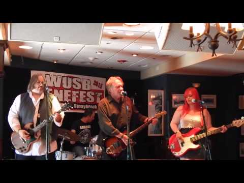 """Finn and His Mortal Enemies """"Rumble/River,"""" WUSB Benefest 8-22-15"""