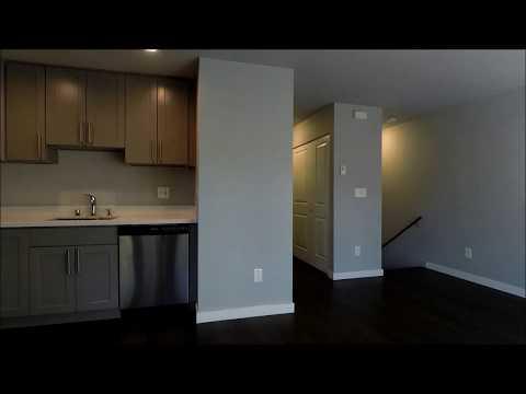 Condo For Rent: 1500 16th Ave #8, Seattle, WA 98122