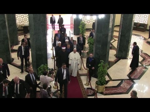 Egypt: Pope Francis visits Al-Azhar headquarters in Cairo