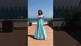 G 2332 Платье вечернее с 3D-цветами на сетке и треугольным вырезом на спинке video