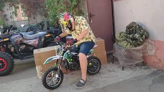 Подросток 14 лет и мини питбайк Motax Mini Cross
