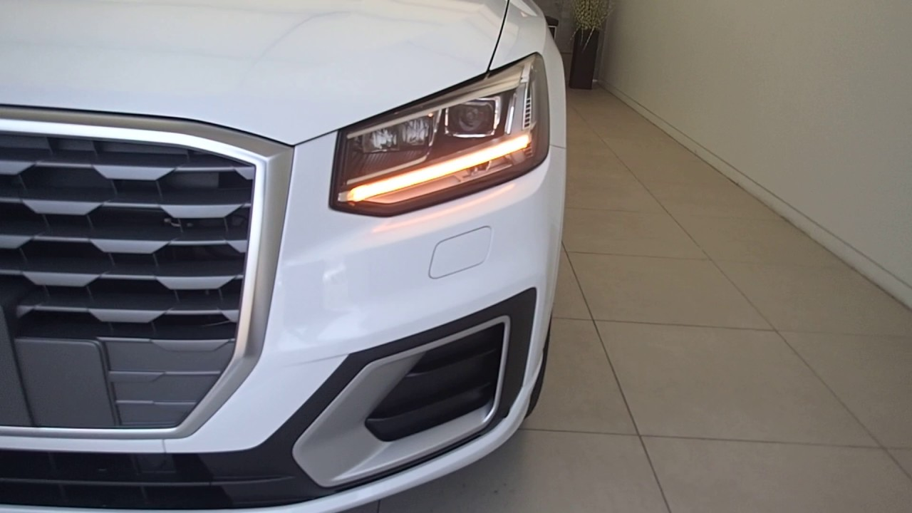 audi q2 blinker q2 youtube. Black Bedroom Furniture Sets. Home Design Ideas