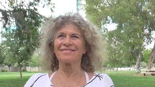 דבורה ורדית בר-אילן, מנהלת בית הספר לאקולוגיה הוליסטית 'שלום אמא אדמה' מנחה מדיטציה יומית למען השלום