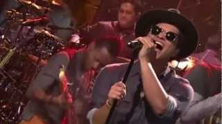 Bruno Mars Locked Out Of Heaven Live Performance [HD]