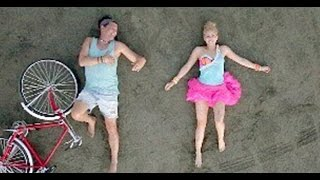 Shakira & Carlos Vives - La Bicicleta (Video)