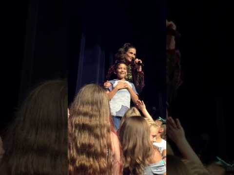 Let It Go: Idina Menzel show stolen by amazing kid Luke Chacko - 7/30/17