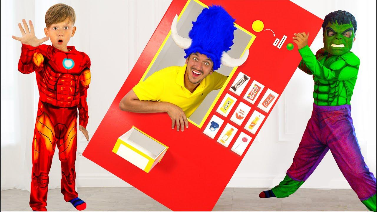 Сеня как Супергерой Играет с Ники и Вединговой Машинкой