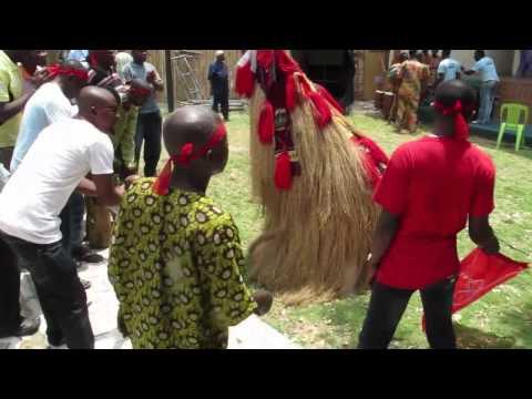 Nigeria: masquerade levitates in Lagos (just like in Nigerian Movies)