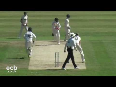 Sussex v Leicestershire: Specsavers County Championship Day 1 Highlights