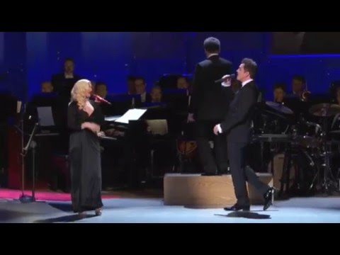 Christina Aguilera & Seth MacFarlane - New York, New York (Sinatra:Voice for a Century)