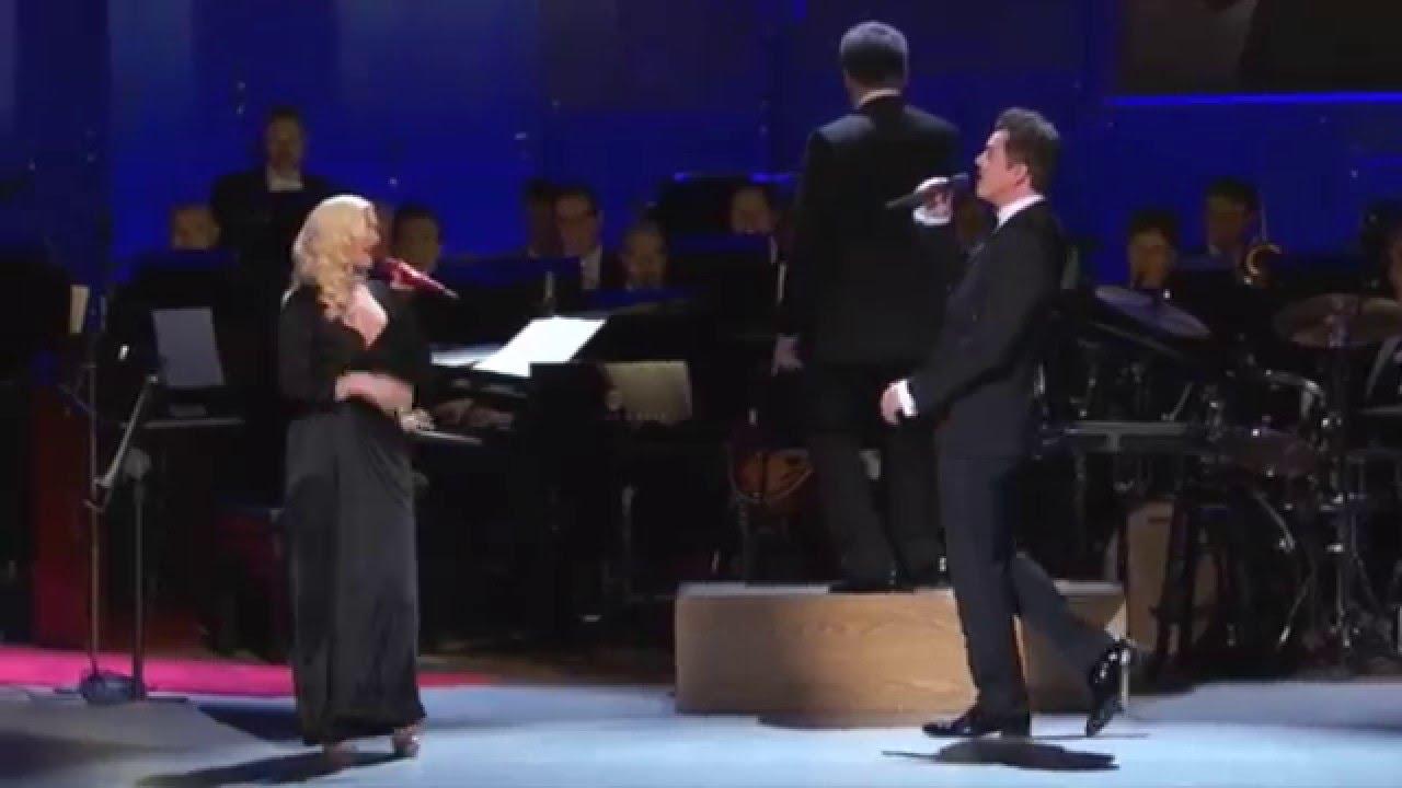 Christina Aguilera & Seth MacFarlane - New York, New York (Sinatra:Voice for a Century)