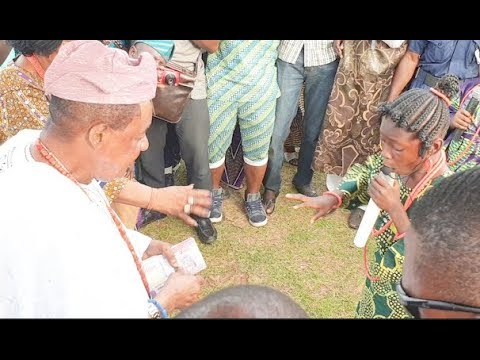 Meet little girl that praise Alaafin of Oyo As Was forced to stand up & give her money