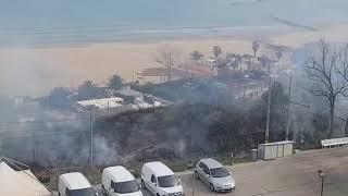 Incendio tra via Corisca e la linea ferroviaria