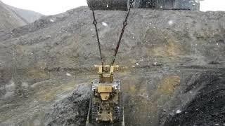 CAT D11 Bulldozer has a SERIOUS CRASH... 100 CYD CRANE HOISTS  D-11 CAT