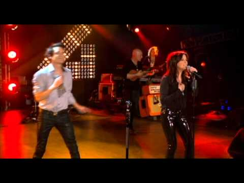 Train & Martina McBride perform ''Hey, Soul Sister'' on CMT Crossroads