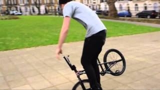 Gambar cover BMX Flatlander Matti Hemmings Interviewed By The London Vandal And Tricking Outside Eastpak