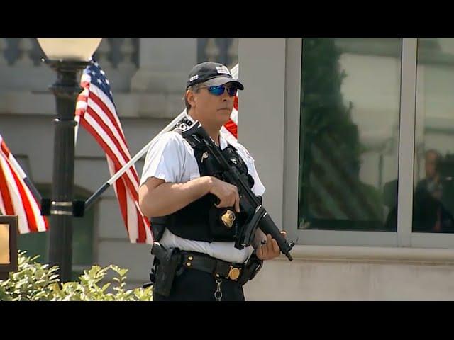 Secret Service Shoots Man Carrying Gun Near White House Youtube