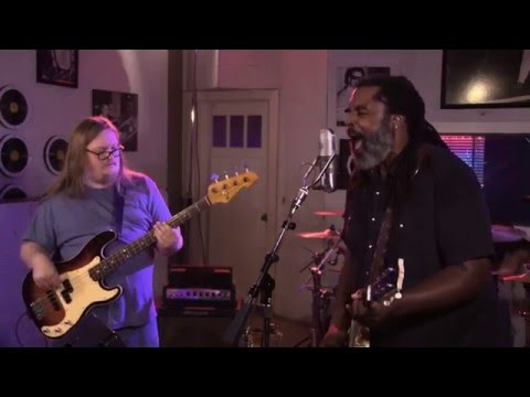 "Alvin Youngblood Hart's Muscle Theory: ""Motivational Speaker"" (Sun Studio Sessions)"