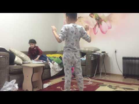 Девочка избивает мальчика по 5 точке
