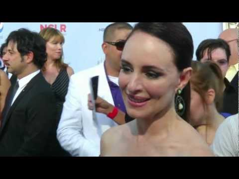 Madeleine Stowe's Favorite Spanish word is...? | Alma Awards | Entretenimiento