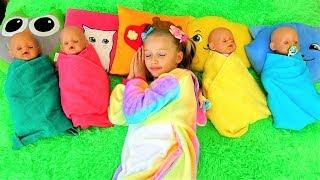 Polina y las muñecas con sueño quieren dormir.