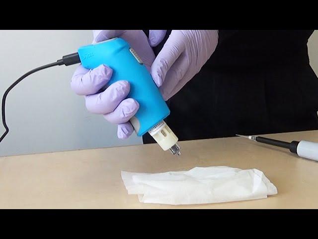 コロナワクチン、火薬で打つ 発射知らせる「ピー」の音