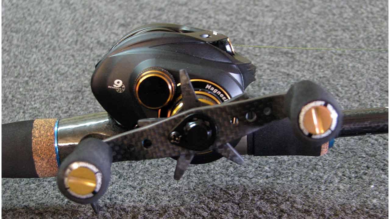 how to cast a baitcaster how to adjust a baitcasting reel