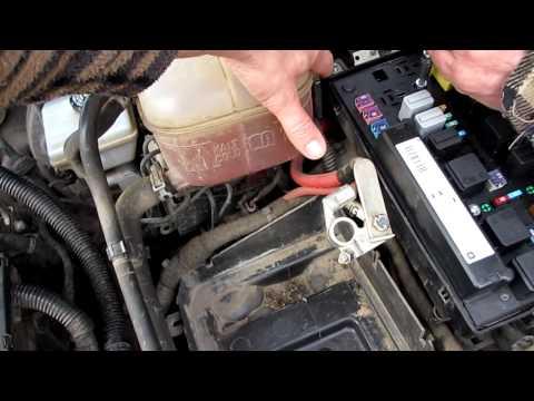 видео: Замена ксеноновых ламп на Опеле через капот